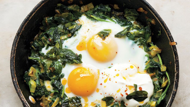 Skillet Baked Eggs with Spinach low carbohydrate breakfast recipe