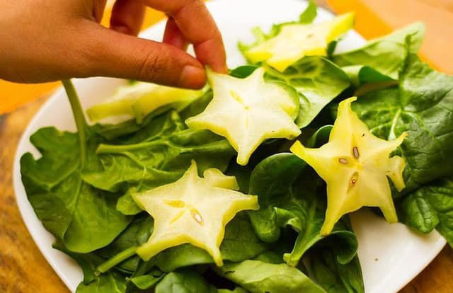 how to eat star fruit with leavy green